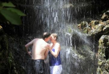 Piden bañarse en pareja en el Mundial por escasez de agua
