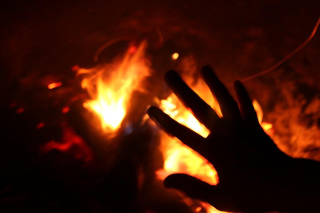 padre quema viva a hija