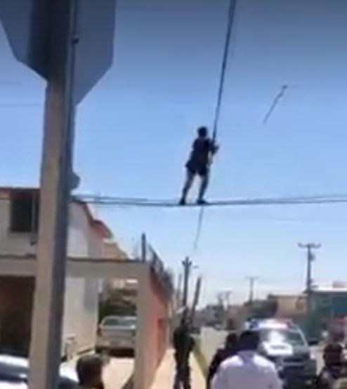 ladron escapa entre los cables
