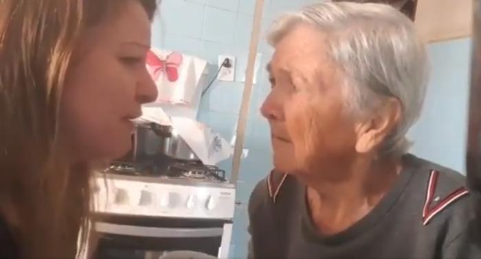 abuelita reconoce a nieta por unos segundos