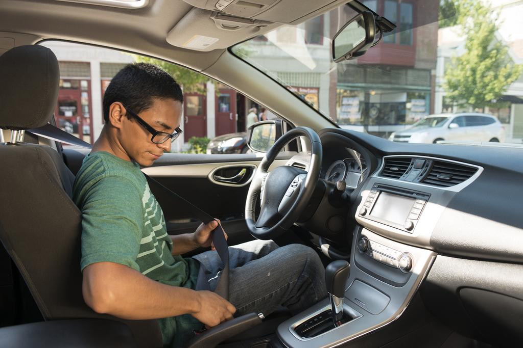 """""""The Teen Driver Challenge"""", realizado por la oficina del alguacil de Pinellas enseña a jóvenes las reglas de las carreteras"""