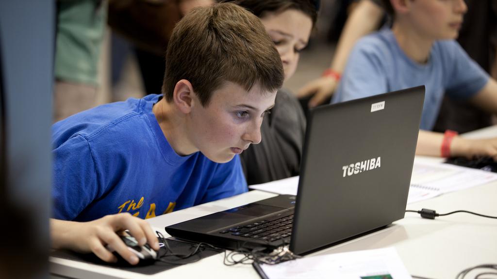 Explican que muchas de las veces los depredadores contactan a los niños en los videojuegos online