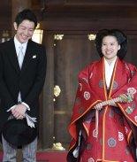 Ayako perdió su condición de miembro de la familia real por amor ya que su esposo no pertenece a la realeza