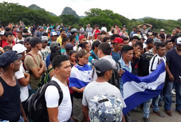 Caravana de migrantes rumbo a EE.UU. fue atacada por la Policía