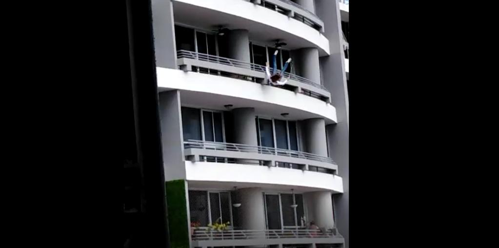 cayó al concreto desde más de 20 pisos