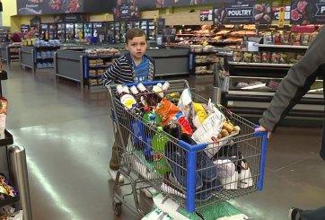 Niño de 9 años donó todos sus ahorros a refugio para indigentes