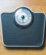 VIDEO: Anciana pierde 120 libras caminando en su sala todos los días