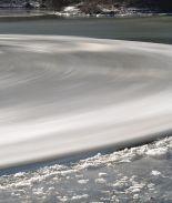 VIDEO: Extraño y gigante disco de hielo se formó en río de Maine