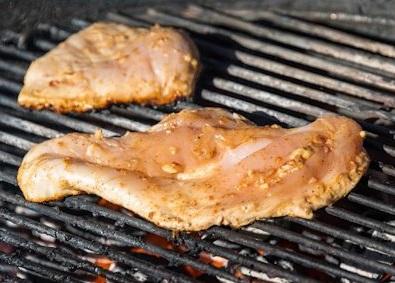 Se intoxican por comer pollo infectado con metanfetaminas