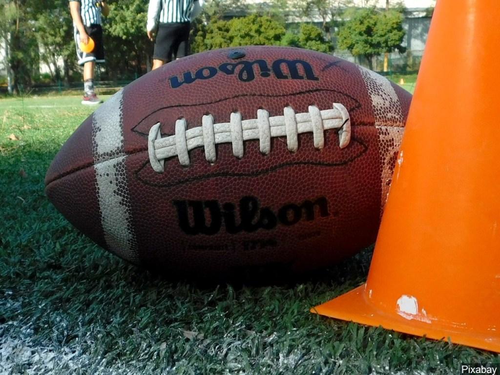 Entrenador de futbol americano renuncia