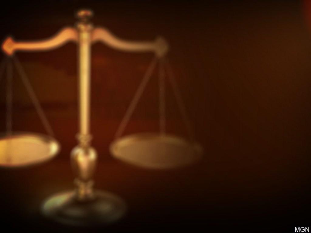 Acusado de dos delitos menores