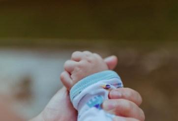 Padres son condenados por casi matar a su bebé con dieta vegana