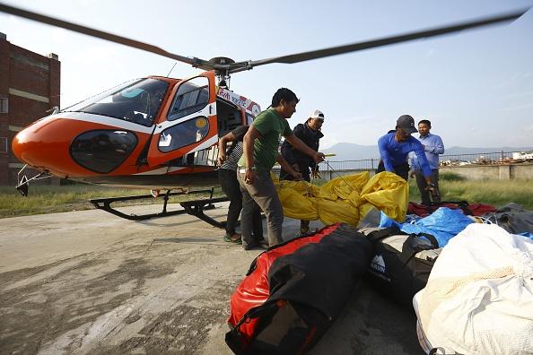 Recuperan cuerpos del Everest