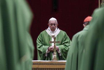 ¿Por qué el Papa Francisco no se dejó besar la mano?