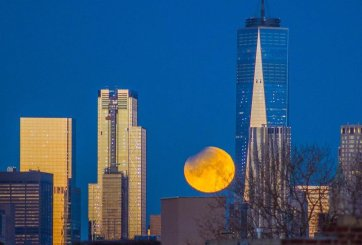 Superluna detrás del Word Trade Center