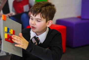 LEGO creó bloques de Braille para ayudar a niños con ceguera