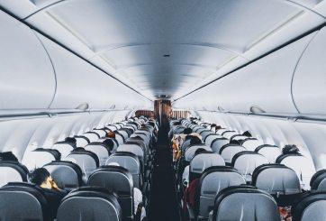 Podrían prohibirte viajar en avión si te niegas a usar cubrebocas