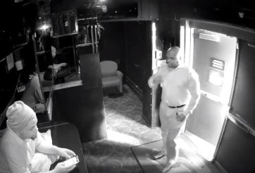 Suspenden a policía por visitar club nudista antes de terminar su turno