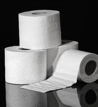VIDEO: Vuelca tráiler con papel de baño en México y se lo robaron