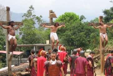 Asesinan a ladrón en medio de un Vía Crucis