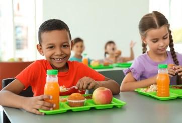 Nueva política prohibiría a estudiantes compartir alimentos en las aulas