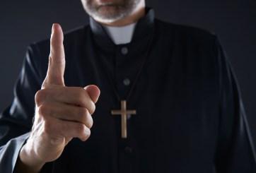 Pastor pidió a congregación que le dieran sus autos como prueba de fe