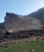 Roca del tamaño de un edificio causa cierre de carretera en Colorado