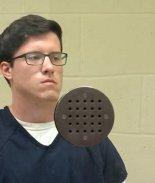Terrorista que baleó sinagoga en CA es acusado de crímenes de odio