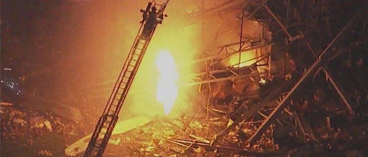 Explosión en fábrica de Illinois deja 1 muerto y 2 desaparecidos
