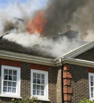 Adolescentes rescataron a anciana de 90 años de incendio en Oklahoma
