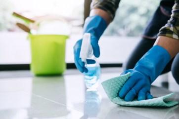 limpiando la casa