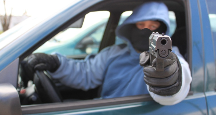 Otro ataque con arma de fuego a personas que se encontraban en su auto