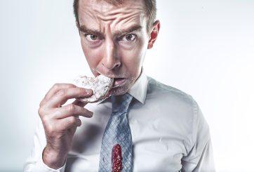 Así es como puedes identificar si tu hambre es física o emocional
