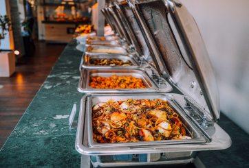 Esto es lo que nunca deberías comer en un buffet, revela dueño de uno