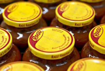 Retiran algunas salsas Ragú porque podrían tener pedazos de plástico