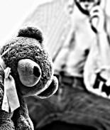 Padre acusado de abusar hija y embarazar a hijastra