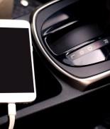 celular dentro de carro