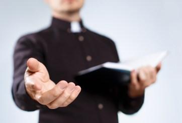 Pastor abusaba de feligreses diciendo que iba a succionar sus demonios