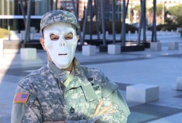 soldado con máscara