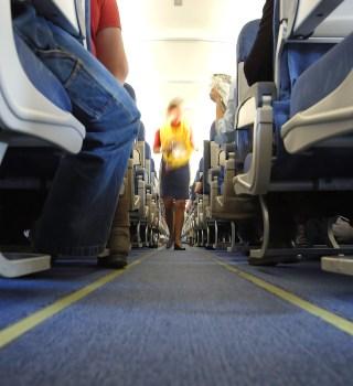 American Airlines bajó a doctora afroamericana de un vuelo por su ropa