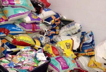 Policía pidió a infractores que paguen multas con comida para gatos
