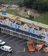 VIDEO: Tornado arranca techo de hotel en Massachusetts