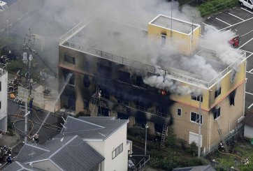 Ataque incendiario deja más de 30 muertos en Japón