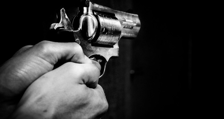 Disparó contra joven afroamericano por una cerveza y lo dejó morir