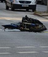 VIDEO: Conductora arrolló a mujer embarazada y niño que iban en moto