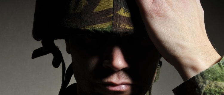 Biden deroga prohibición de Trump a servicio militar transgénero