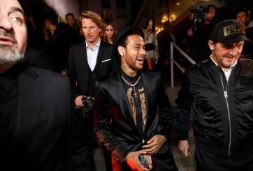 Amigos de Neymar ganan más de $10,000 por tomarle fotos y salir con él