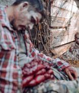 VIDEO: Terroríficas fotos de padre e hija zombis se hacen virales