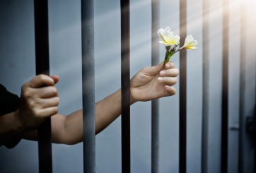 Joven escaló una prisión para reconquistar a su exnovia encarcelada