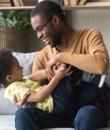 VIDEO: Pequeño de 2 años celebra con baile 11 meses libre de cáncer